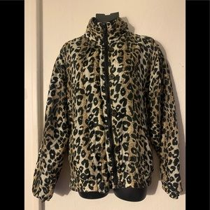 Cheetah windbreaker with zipper and buttons